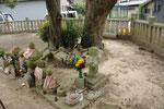 平荘町里大歳神社内の石仏群