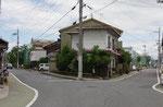 朝鮮人街道との分岐、右が中山道