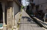 高山寺の丁石、街道から北を望む