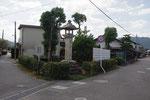 小幡町ポケットパークの常夜燈、右が中山道、左が参宮道