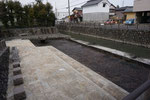 赤坂港跡、右は旧杭瀬川