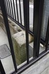 民家のブロック塀の道標(民家側)