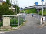 魚川橋東詰の道標
