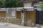 大塚西浦町、宝迎寺前の常夜燈