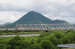 野洲川橋から三上山を望む