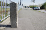 小寺橋西詰の道標、正面