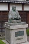 適塾西隣の緒方洪庵の銅像