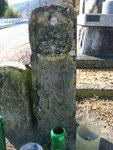 加西市王子町墓地前の道標、右の道標