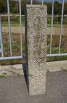 小寺橋西詰の道標、右面