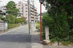 音羽稲芝の道標、道標の左側が大津道(府道35)
