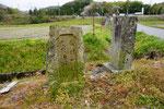 右は「昭和池入口」の石柱