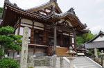 如意輪寺本堂前の石柱