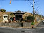 大柳町の道標(2)、お堂の右側が県道372