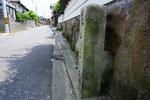 御津町苅屋の道標(1)右面