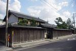 黒塀と見越しの松のある伊藤忠兵衛記念館