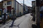 平野神社参道入口の石柱、左が蹴鞠神社の石柱