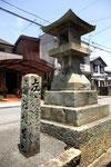 高砂神社北門前の道標(西、南面)26年7月15日再撮影