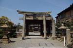 若宮八幡神社の鳥居と表門