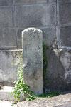 東神吉町常楽寺裏の道標(東面)