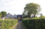 街道から見た久修園院