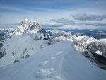 Im Nordwesten präsentiert sich der Montasch (2753m)