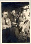 1962 Hubert Scholl (in der Mitte dunkles Hemd)