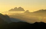 Die höchsten Gipfel des Karnischen Hauptkamms im Abendlicht © Rosenwirth