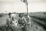 Grietje Wiersma-de Vries, Jannie Wiersma, Gonnie Smit & Aafke Wiersma.