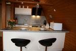 Die neue und moderne Küche ist komplett ausgestattet