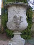 """Vases """"Médicis"""". Les mêmes sont au musée du Louvre et au Château de Versailles"""