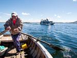 ...unser Fischer nimmt den Kampf gegen das Motorboot auf....
