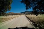 ein unglaublich schöner Schotterweg entlang der Grenze