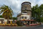 ...ein toller Restaurantturm am Yachthafen...
