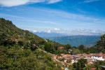 Immer wieder sind kleine Dörfer in die schöne Landschaft eingebettet…..