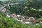 ....der Ort ist entlang des Canyons gebaut....