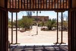 ...die Plaza mit Theater im Hintergrund...