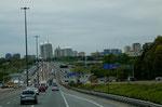 """Skyline von Toronto und die """"401"""" - wichtigste Verbindung in Ostkanada"""