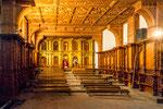 ....und die Seitenkapelle - auch alles aus Holz....