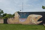 ...Wandgemälde im Schulhof...