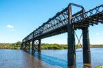 Eine uralte aber noch gut erhaltene Eisenbahnbrücke...