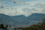 Blick auf Medellin aus 3.000 m Höhe.....