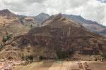 Blick auf Pisac und die Terassenfelder am Berg...