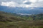 .....Huaraz im Tal und die Cordillera Blance im Hintergrund....