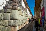 ...auch in dieser Strasse noch alte Inka-Mauern...