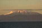 ...links lugt der Vulkan Osorno hervor...