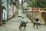 ....Pferde sind in diesen Bergen immer noch das Hauptfortbewegungsmittel.
