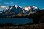 "...links ""Cuernos del Paine"" und rechts ""Monte Almirante Nieto""..."