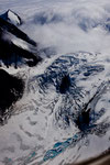 ....das hellblaue Feld ist reines Gletschereis - hochgespült durch Druck....