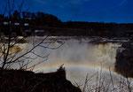 Sobald die Sonne scheint gibt es in Grand Falls einen Regenbogen