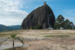 Dieser einmalige Monolith überragt die ganz Umgebung.....